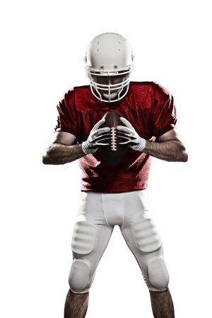 casco rojo: Jugador de f�tbol con un uniforme rojo y una bola en la mano sobre un fondo blanco.