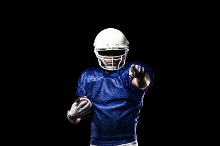 Fußball-Spieler mit einer blauen Uniform feiern auf einem schwarzen Hintergrund. Standard-Bild - 21782193