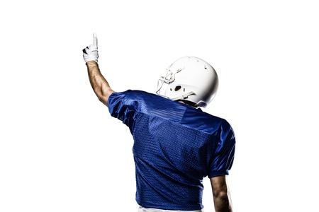 futbolista: Jugador de f�tbol con un uniforme azul que celebra sobre un fondo blanco.