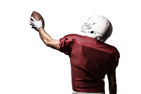 uniforme de futbol: Jugador de f�tbol con un uniforme rojo de la celebraci�n en un fondo blanco.