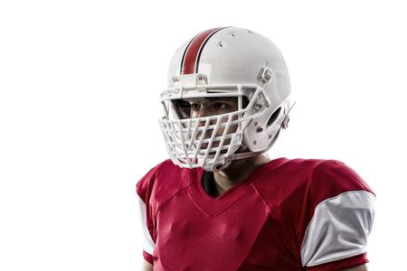 jugador de futbol: Primer plano de un jugador de f�tbol con un uniforme rojo sobre un fondo blanco.