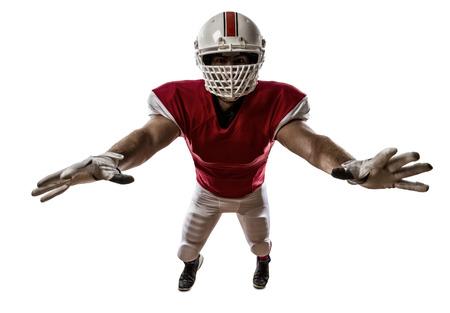 jugador de futbol: Jugador de f�tbol con un uniforme rojo haciendo un tackle en un fondo blanco.