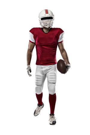 futbolistas: Jugador de fútbol con un uniforme rojo sobre un fondo blanco.