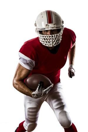 jugando futbol: Jugador de f�tbol con un uniforme rojo que se ejecuta en un fondo blanco. Foto de archivo