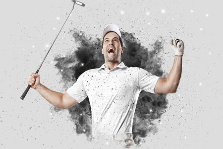 白い煙の爆発から出てくる制服のゴルフ選手。