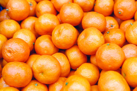 Tangerines or fresh mandarin oranges fruit as background. Organic tangerine fruit for sale at market, shop. Healthy nutrition, fruit eating concept. Top view stock photo tangerine as food background Banque d'images