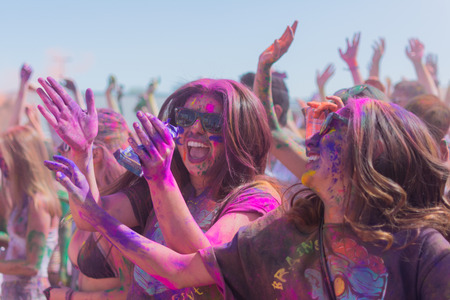 Norwalk, California, USA - March 7, 2015: People dancing and celebrating during the Holi Festival of Colors. 新聞圖片