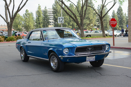 Woodland Hills, CA - Abril 5, 2015: Ford Mustang classic car on display at the Supercar Sunday Pre-1973 Muscle car event. 新聞圖片