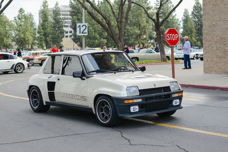 Woodland Hills, CA - Abril 5, 2015: Renault R5 Turbo classic car on display at the Supercar Sunday Pre-1973 Muscle car event.