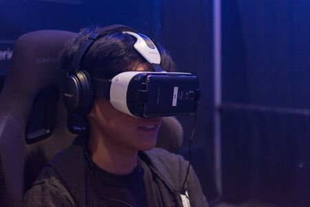 Los Angeles, CA - USA - August 29, 2015: Guy tries virtual glasses headset during VRLA Expo, virtual reality exposition, event at the Los Angeles Convention Center in Los Angeles. Redakční