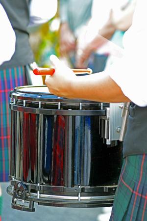gaita: El baterista en el desfile del festival de Scotts-irlandesa.