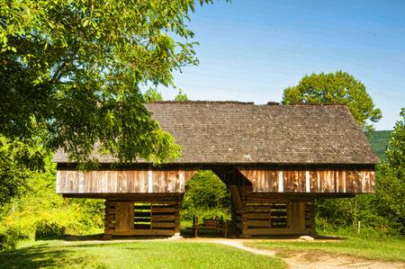 cove: Cantilever barn in Cades Cove.