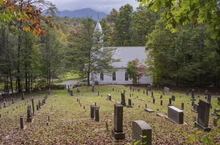 Little white church sits before a graveyard in the Smoky Mountains. Reklamní fotografie