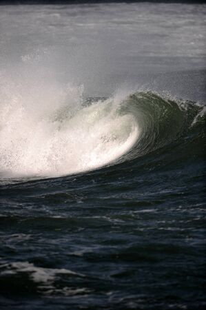breaking: breaking wave