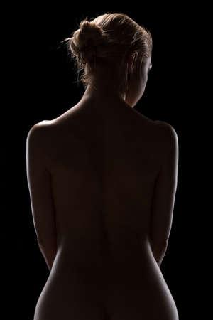 desnudo artistico: Las bellas artes desnuda de rubia desnuda en el estudio. La iluminaci�n en el estilo de bajo perfil.