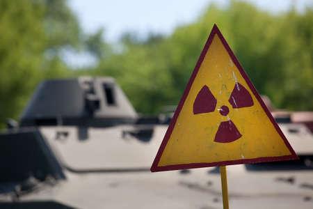 radioactivity: símbolo de advertencia de radiactividad común. Chernobyl aria Ucrania Foto de archivo