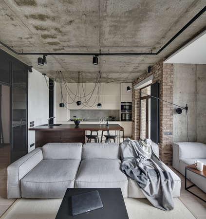 Dormitorio Tipo Loft Con Paredes De Ladrillo Y Techo De Hormigón ...