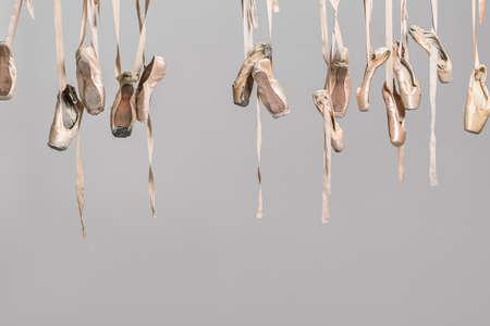 Hangende pointe schoenen Stockfoto