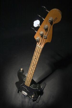 e guitar: bass guitar