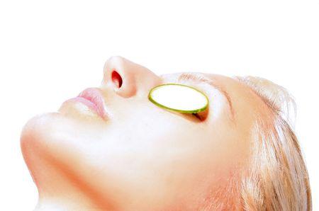cremas faciales: ni�a est� teniendo un rostro tratamiento  Foto de archivo