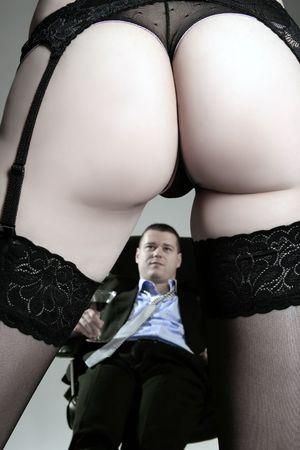 erotici: uno spogliato giovane donna d'affari con il suo capo