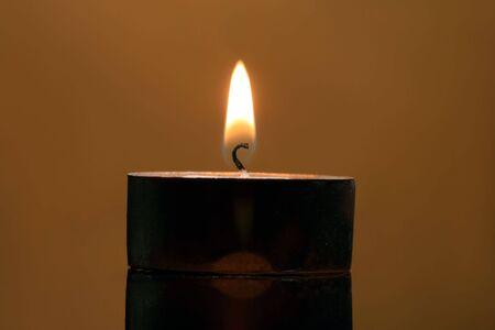 una macro foto de la quema de velas en color naranja  Foto de archivo - 3049928