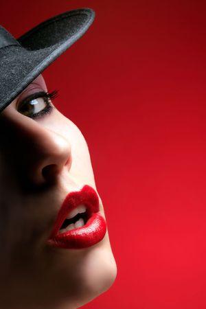donne mature sexy: mezzo di una bellezza femminile faccia con labbra rosso  Archivio Fotografico