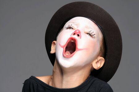nariz roja: componen el retrato de payaso con nariz roja ni�o Foto de archivo