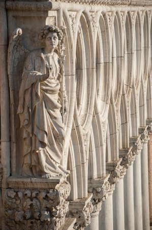 Angel Statue a Palazzo Ducale di Venezia Italia