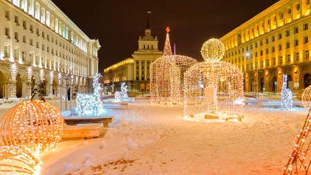 소피아 장관 회의, 국회 및 크리스마스 장식과 대통령직 시내에서 아름 다운 야경. 불가리아