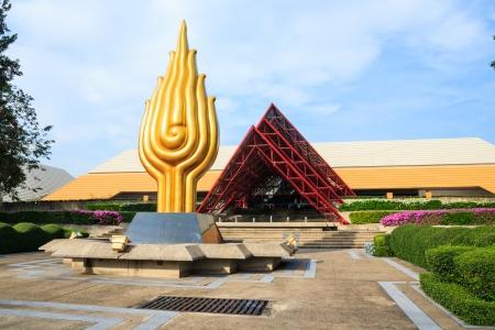 バンコク - 11 月 21 日: タイ ・ バンコクにて 2013 年 11 月 21 日にクイーン シリキット ナショナル コンベンションのセンター。それはコンベンション