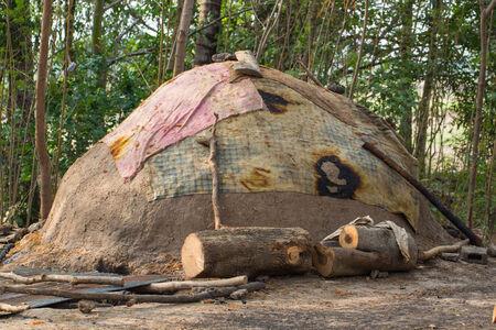 inceneritore: Inceneritore che ha fatto da argilla a bruciare legna