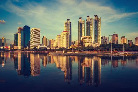 日没でタイの首都バンコク 写真素材