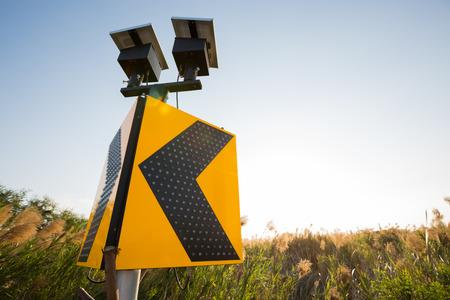 道路標識の太陽電池、注意してください