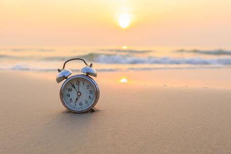 Thailand.monochrome フィルター、リペ島のビーチでコンセプト目覚まし時計