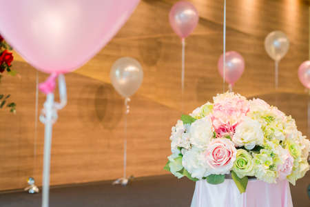 balloon bouquet: Bouquet flowers with balloon for decoration