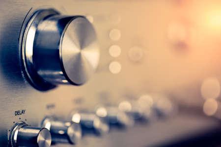 volumeknop van vintage hifi-versterker