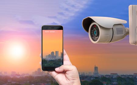 CCTV セキュリティ カメラ リアルタイムに携帯電話で接続します。 写真素材