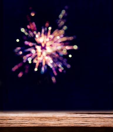 Bunte Feuerwerk der Feier.Bokeh Unschärfe Standard-Bild - 71392599