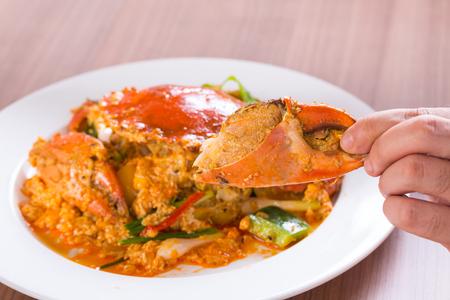 Crab stir fry with curry sauce on finger 版權商用圖片