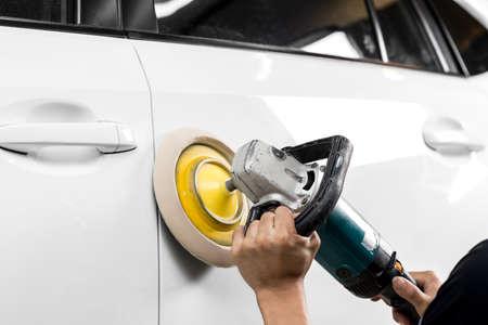 auto repair: Car polishing series : Polishing white car