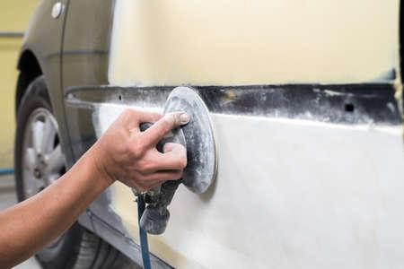 auto repair: Auto body repair series : Sanding putty