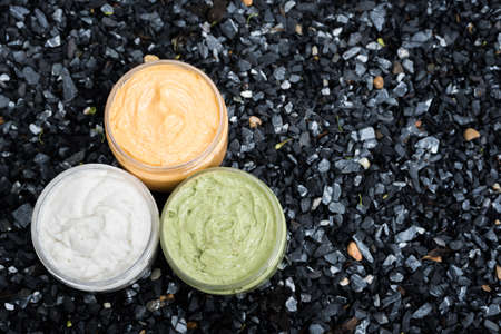 productos de belleza: Grupo de crema de guijarros oscuros
