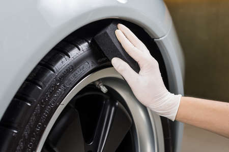 Auto dettagliare serie: pneumatici rivestimento