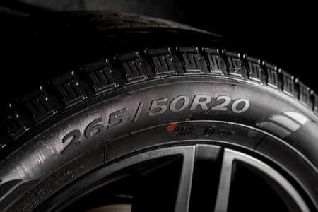 detallando serie de coches: neumático de coche limpio, la pared lateral