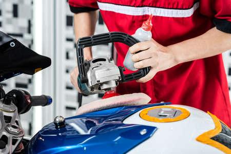 Motorcycles detailing series : Polishing gas tank