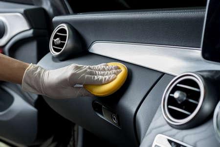 カーディテー シリーズ: 車の内部をクリーニング