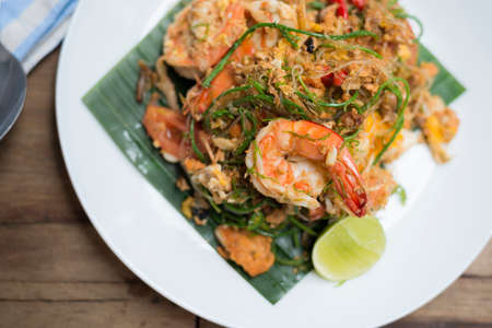 platanos fritos: Serie de Alimentos: Pad-Thai con acacia, famosa comida tailandesa Foto de archivo