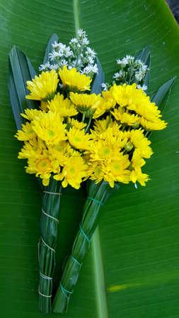 Beautiful bouquet of yellow chrysanthemums on worship 版權商用圖片