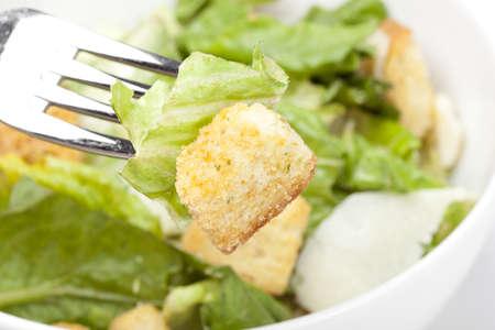 Verse groene salade met croutons Stockfoto